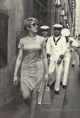 Mina seguita dai marinai. giugno 1967
